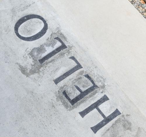 コンクリート埋め込み文字